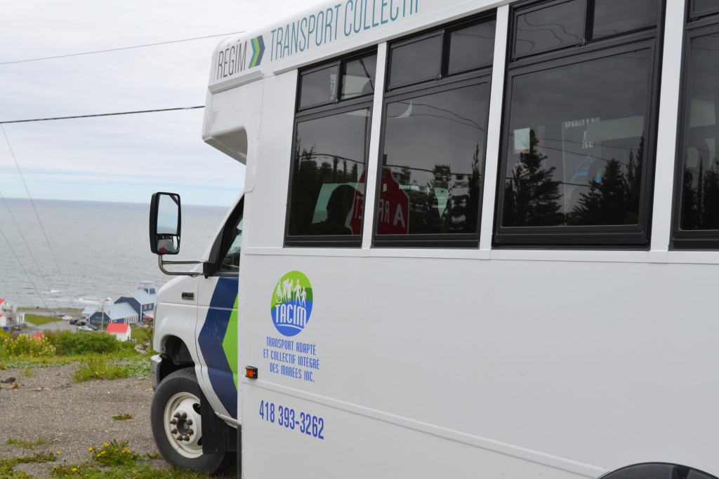 Minibus de transport collectif, secteur de Grande-Vallée